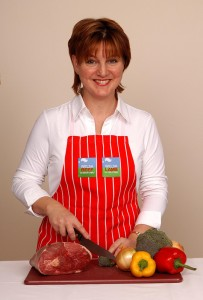 Elwen Roberts, a regular on S4C's Prynhawn Da, will also provide some new festive ideas for the Christmas dinner table using Welsh Lamb and Welsh Beef.