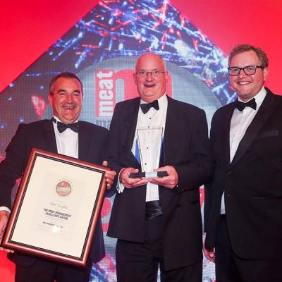 THE MEAT MANAGEMENT EXCELLENCE AWARD – Julien Pursglove. L-R: Category partner Neil Dunn of Sealed Air, Julien Pursglove and Miles Jupp.